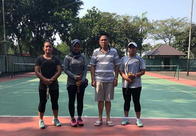 Tim Putra/Putri Tenis Papua Barat Ikut Turnamen di Mataram