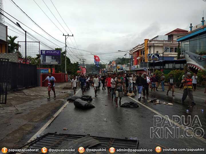 Massa Lempar Batu ke Kapolda Papua Barat, Pangdam, dan Wagub, Gas Air Mata Ditembakkan