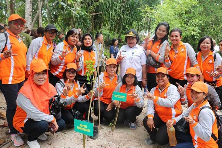 Komit Konservasi Lingkungan, Papua Barat Tanam 1000 Bibit Tanaman
