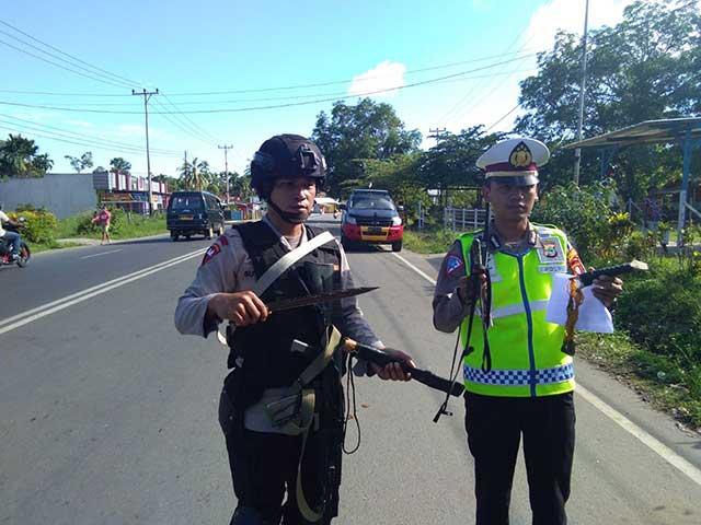 Polisi Sita Simbol Perlawanan NKRI