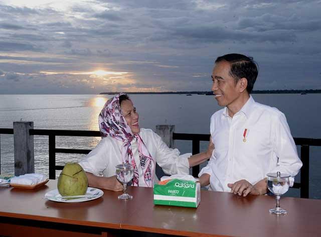 Senja di Kaimana Presiden Joko Widodo dan Ibu Negara Iriana