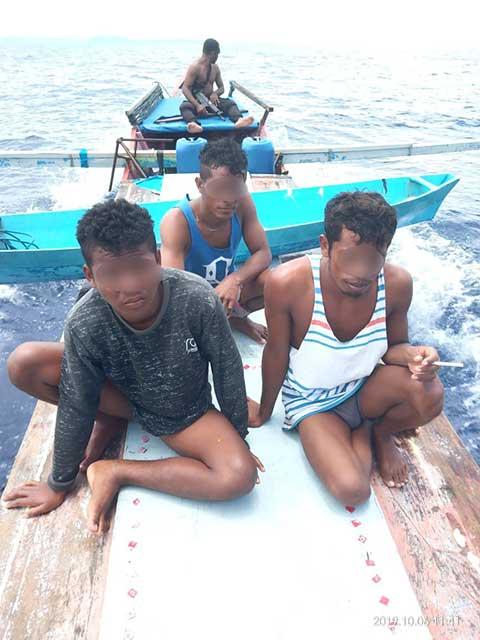 Polisi Tembak Pembom Ikan di Perairan Auri