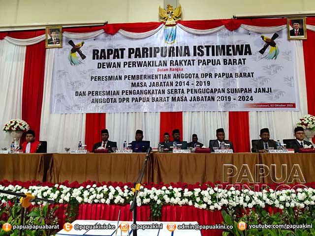 45 Anggota DPR Papua Barat Dilantik