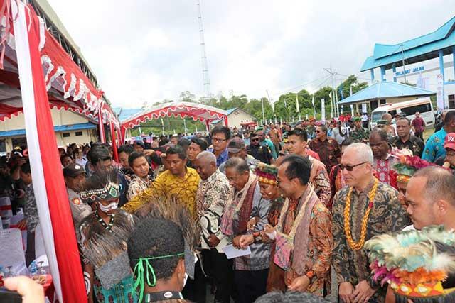 Ini Dua 'Titipan' Gubernur Papua Barat Buat Presiden