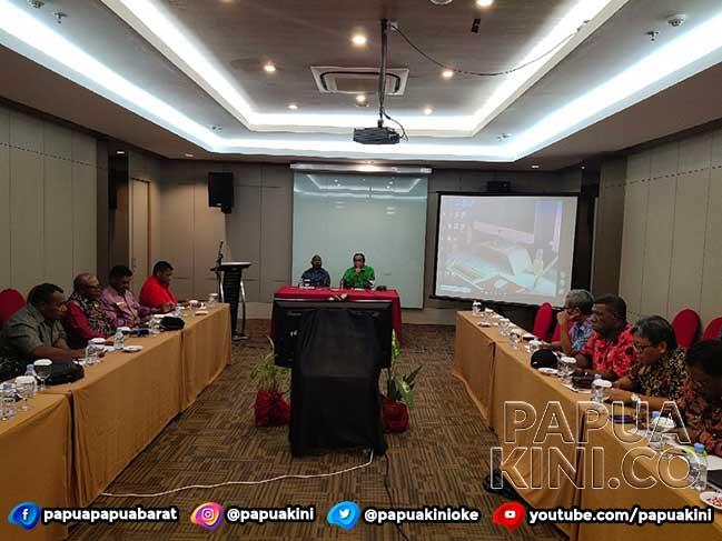 Gubernur Papua Barat Kejar Kesiapan Perluasan Bandara Rendani dan Jalan Pegaf