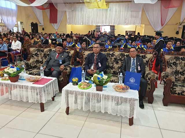 Gubernur Ajak Universitas Sorong Terus Tingkatkan Mutu