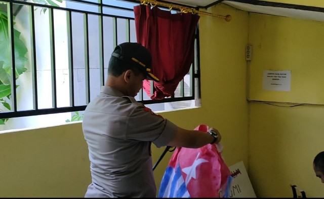Polisi Amankan 29 Bendera Bintang Kejora dan 8 Terduga Pelaku di Manokwari
