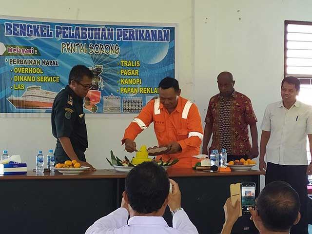 DKP Papua Barat Latih Alumni SUPM Sorong di Bengkel Pelabuhan Perikanan Pantai