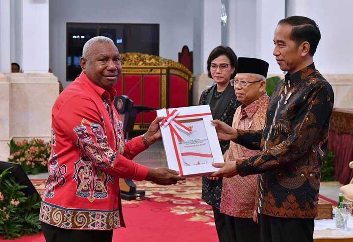 Presiden Serahkan DIPA 2020 ke Gubernur Papua Barat
