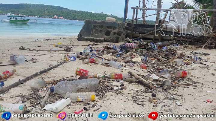 Warga Pulau Mansinam Minta Armada Penanganan Sampah Laut