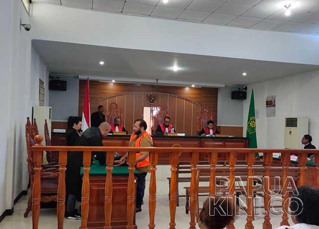 pembakaran bendera, PN Manokwari, Kejari Manokwari, rusuh Manokwari,