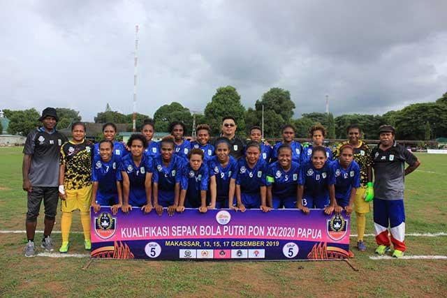 Skuad sepakbola putri Papua Barat.(foto: istimewa)