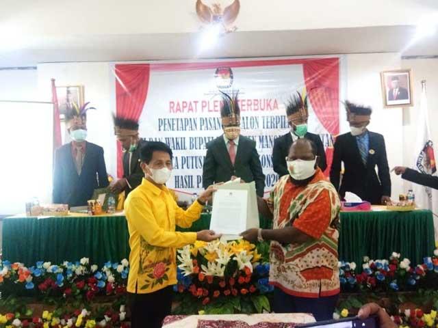 KPU Tetapkan Mawar Bab II Bupati dan Wakil Bupati Manokwari Selatan Terpilih