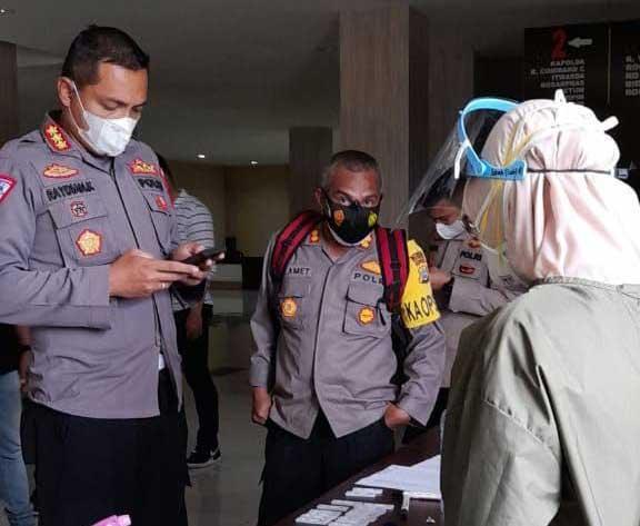 Kapolda Papua Barat Bagi 12000 Swab Antigen ke Polres