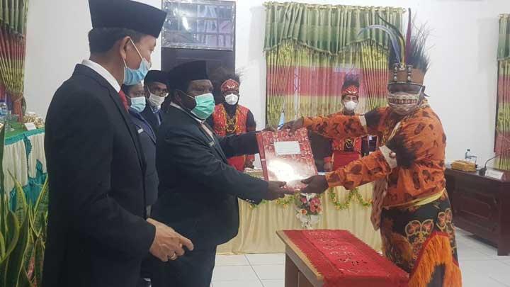 DPRD Manokwari Selatan Umumkan Mawar Bab II Bupati dan Wakil Bupati Terpilih