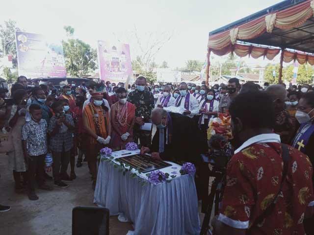 Gubernur Hadiri Pentahbisan Gereja Syalom Klamalu