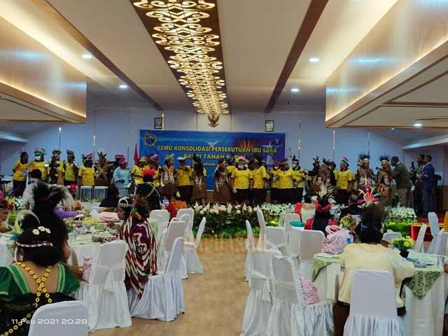 Gubernur Papua Barat Harap Persekutuan Ibu Sara Jadi Penolong Keluarga dan Masyarakat