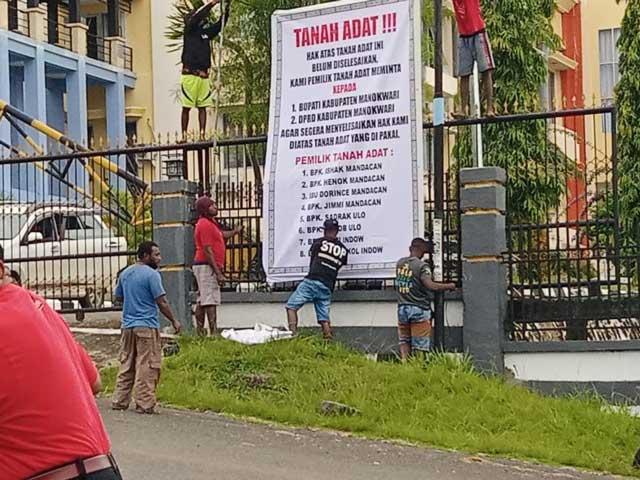 Warga Tanya Pembayaran Lahan Kantor Bupati dan DPRD Manokwari