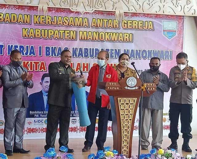 Buka Raker BKAG, Bupati Manokwari Kedepankan Good Governance