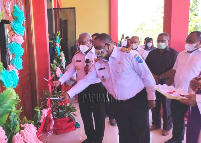 Gubernur Papua Barat Resmikan Aula Navis SMA Katolik Villanova