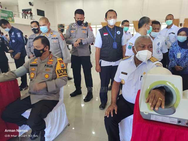 Butuh 5000 Penyuntikan Tiap Hari di Tahap II Vaksinasi Covid-19 Papua Barat