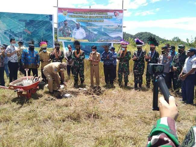 Bupati Manokwari Selatan dan Pangkoopsau III Letakkan Batu Pertama Detasemen TNI AU