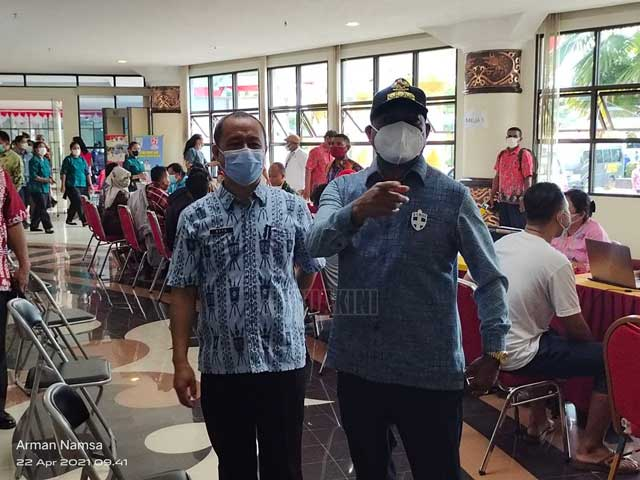 Gubernur Papua Barat Terima Kasih Petugas Medis Vaksinasi Massal