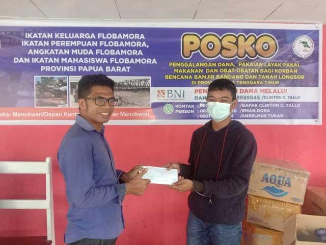 Pemuda Toraja di Manokwari Serahkan Dana Bantuan Korban Bencana NTT