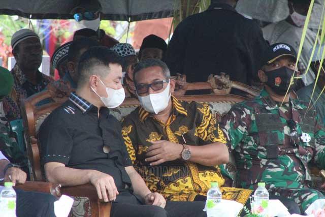 Gubernur Serahkan Bantuan Sembako di Kampung Kambala Kaimana