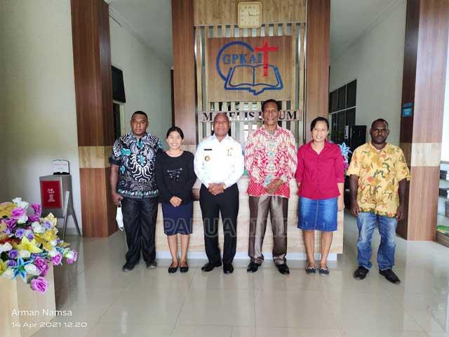 Gubernur Papua Barat Sharing LIFE Dengan LPMI di STT Erikson - Tritt
