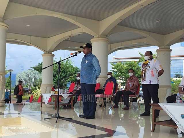 Gubernur Papua Barat Tanya Keberadaan Dua Kepala Dinas Ini