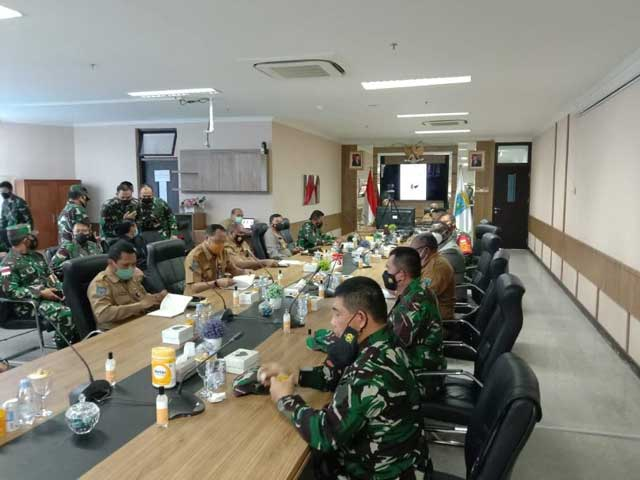 Panglima TNI Kenalkan SMA Pradita Dirgantara ke Gubernur Papua Barat