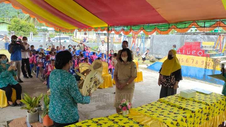 PKK Papua Barat Beri Bantuan ke TK Yuliana Warmare