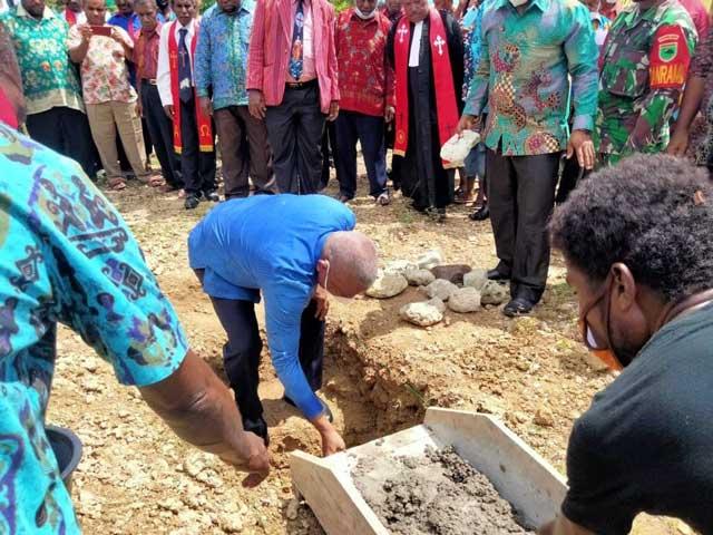 Ibadah Pentakosta Kedua, Gubernur Letakkan Batu Pertama GKI Maranatha Meyes