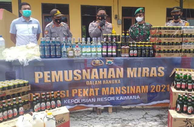 Polres Kaimana Musnahkan 4.196 Liter Miras