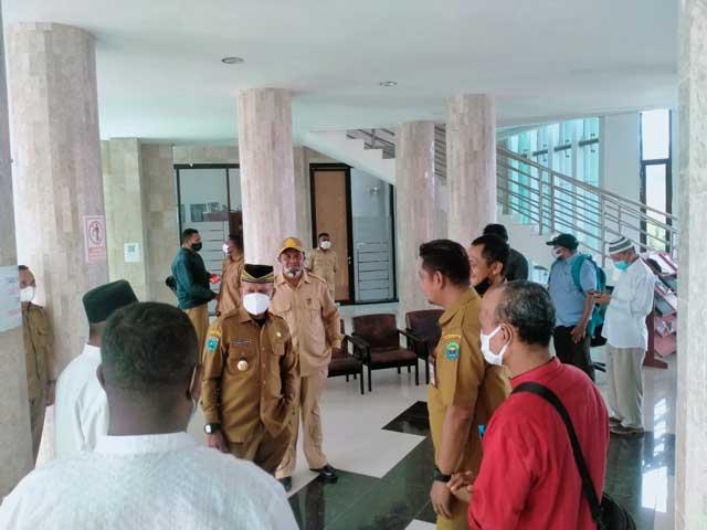 Keliling Sekretariat Daerah, Wakil Bupati Kaimana Ingatkan PNS Muslim Ikut Salat Dzuhur