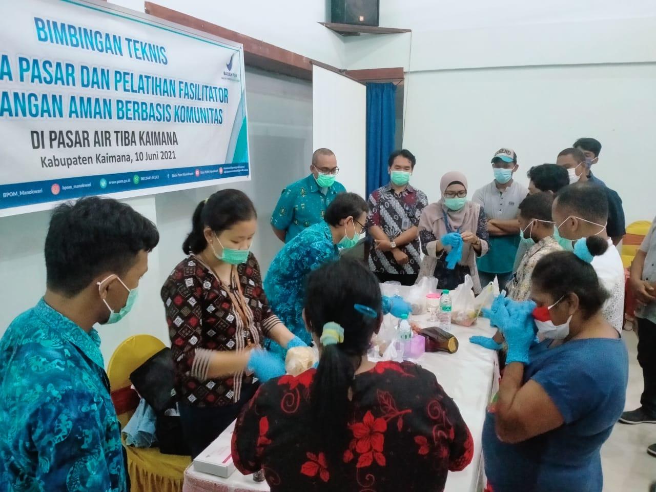 BPOM Manokwari Latih Anggota Komunitas Pasar Kaimana