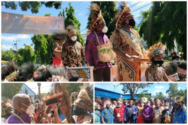 Masyarakat Byak Usung Gubernur Papua Barat dan Bupati Manokwari di Perahu Wairon
