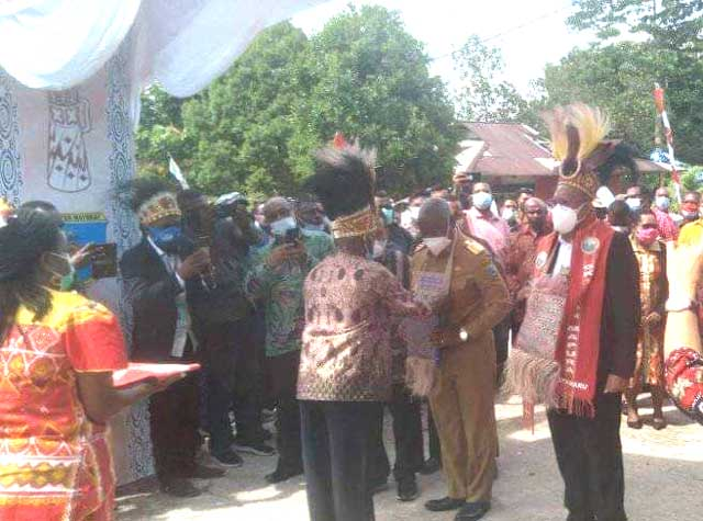 Gubernur Papua Barat Resmikan Gereja GKI Sion Mapura Klasis Ayamaru