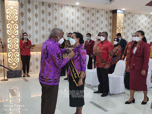 Gubernur Kukuhkan Bunda PAUD Papua Barat