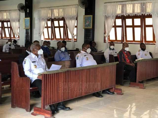 Gubernur Papua Barat dan Bupati Manokwari Paku Seng GKI Bahtera Pelepasan Mandopi