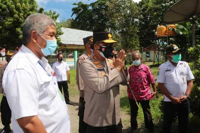 Kapolda Papua Barat Tinjau Vaksinasi Massal, Semangati Warga Isoman