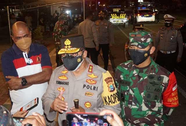 Kapolda, Wakil Gubernur Papua Barat, Danrem Sorong Tinjau Penyekatan PPKM