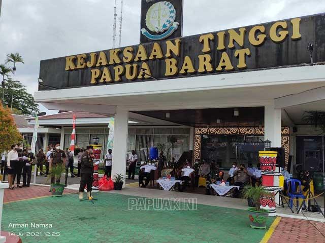 Hari Bhakti Adhyaksa Kejati Papua Barat Vaksinasi Massal Covid 19