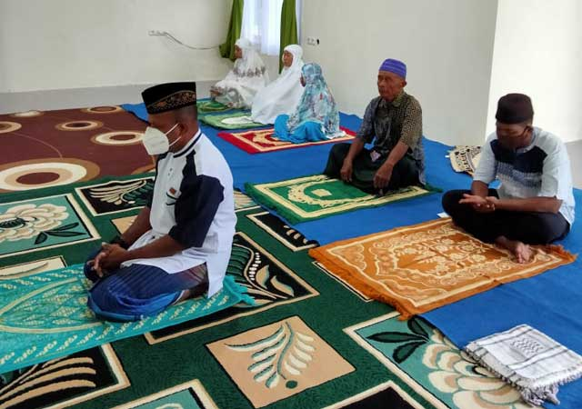 Batal Jadi Khatib di Masjid, Wabup Kaimana Salat Id di Rumah