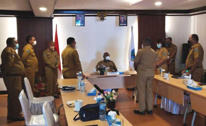 Gubernur Papua Barat Pimpin Rapat Perkembangan SMA Taruna Kasuari Nusantara