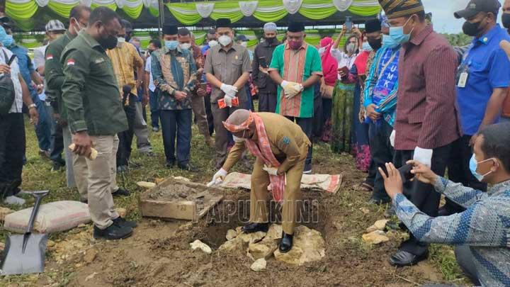 Gubernur Papua Barat Letakkan Batu Pertama Sekretariat KKST Kota Sorong