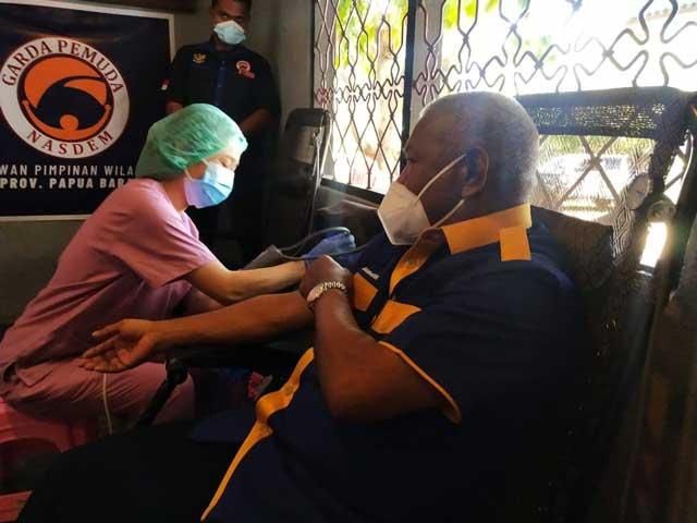 Ketua NasDem Papua Barat Donor Darah