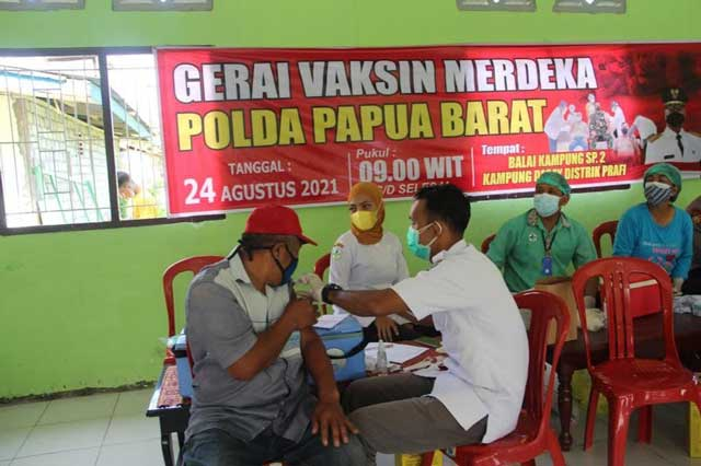 Vaksinasi Covid-19 Polda Papua Barat di Prafi Lampaui Target