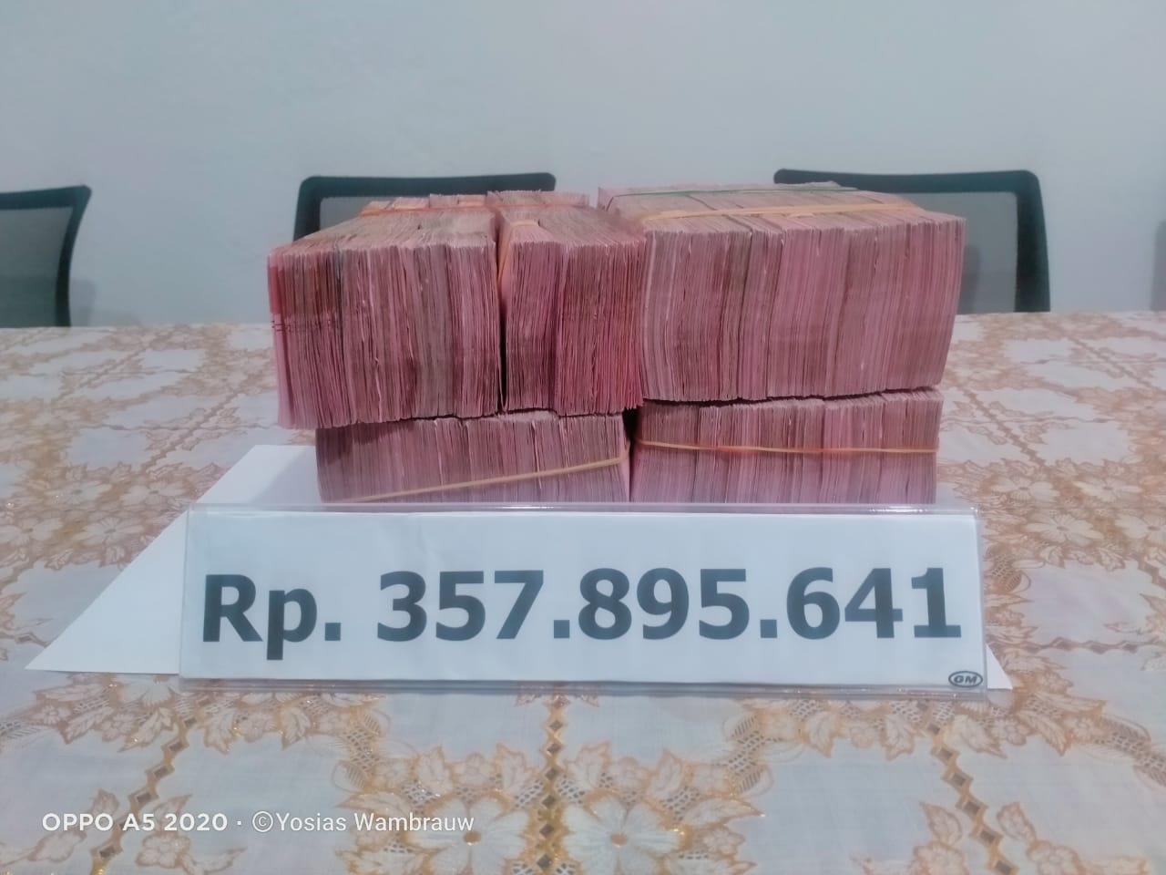 Kejari Kaimana Serahkan Uang Pengganti Korupsi PLTG 357,8 Juta ke Kas Daerah